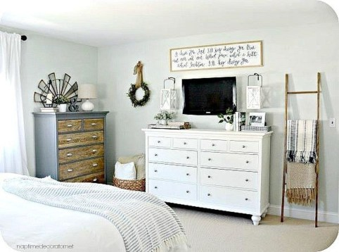 Enchanting Farmhouse Bedroom Ideas For Your House Design 17
