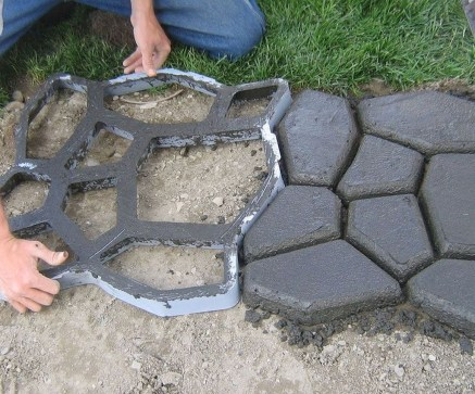 Unordinary Diy Pavement Molds Ideas For Garden Pathway To Try 47
