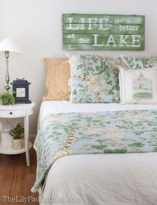 Enchanting Lake House Bedroom Design And Decor Ideas 09