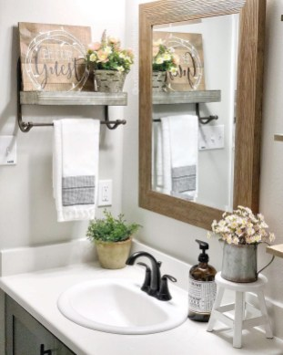 Newest Bathroom Mirror Decor Ideas To Try 39