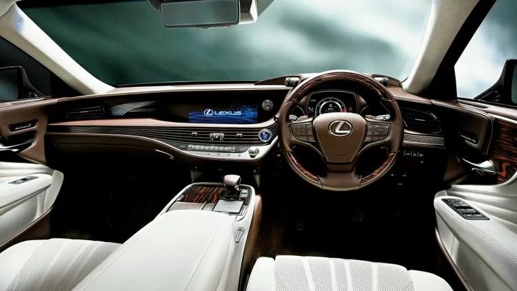 新型レクサスLSの内装を大量画像でレビュー。グレードによる違いを比較。エグゼクティブの後部座席のおもてなし感がヤバ過ぎる