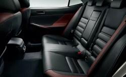 新型レクサスIS後部座席