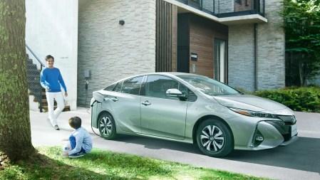 新型プリウスPHVの実燃費ってどうなの?評判の良い加速と充電サポートの急速充電(80%満タン)で324円は経済的すぎる件。