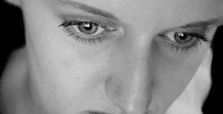 sguardo donna bianco e nero