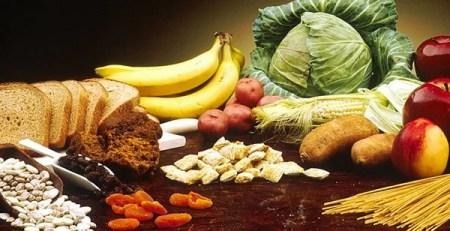 tavolo cibo tipico dieta mediterranea frutta verdura pasta
