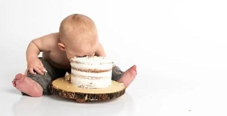 bambino piccolo faccia torta