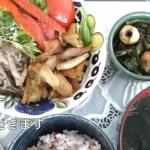 【一人暮らしの料理】保存用ハンバーグと鶏皮のサラダ作り