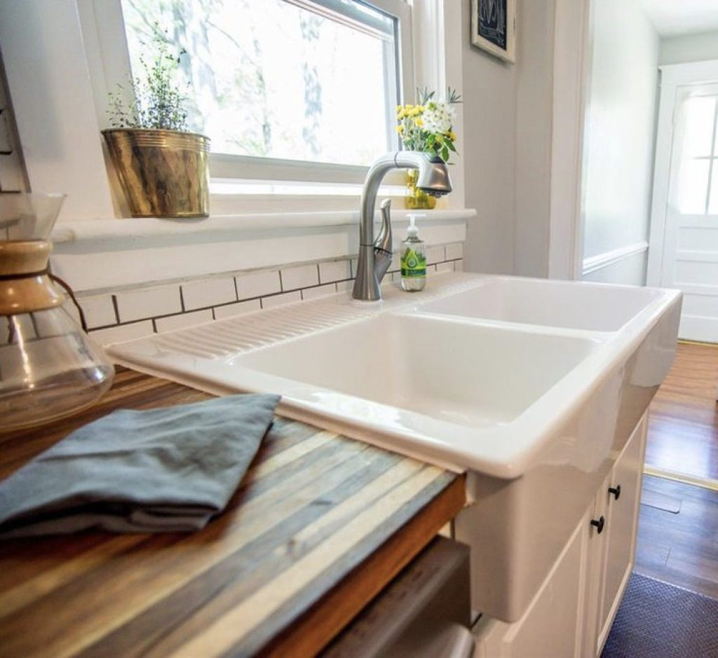 White Porcelain Farm Sink