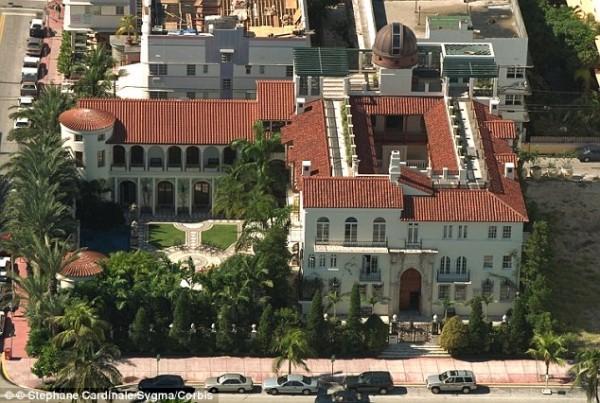 Versace in vendita Casa Casuarina la villa dello stilista a South Beach  Cooked News