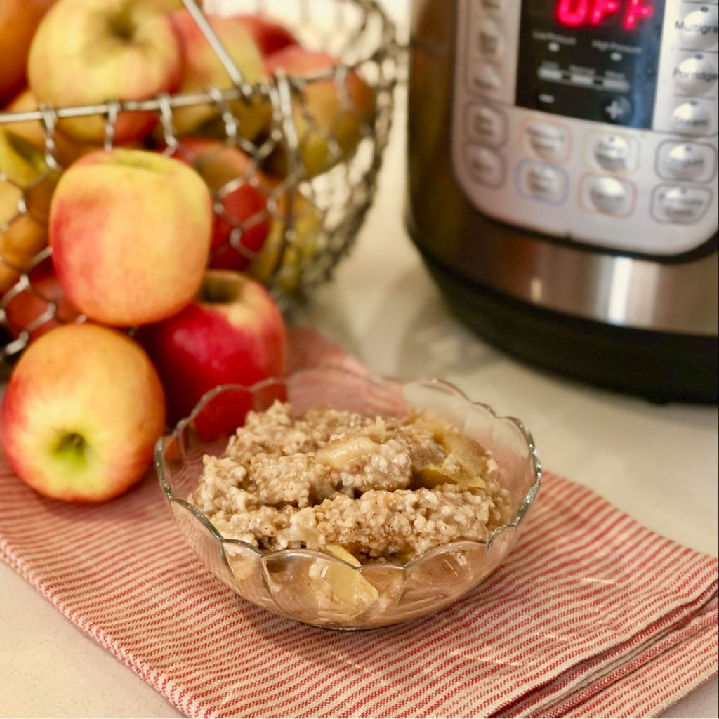 Easy Apple Pie Steel Cut Oats from the Instant Pot™ | cookglobaleatlocal.com