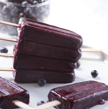 Blueberry Ice Pops - refreshing blueberry ice pops with a hint of vanilla!