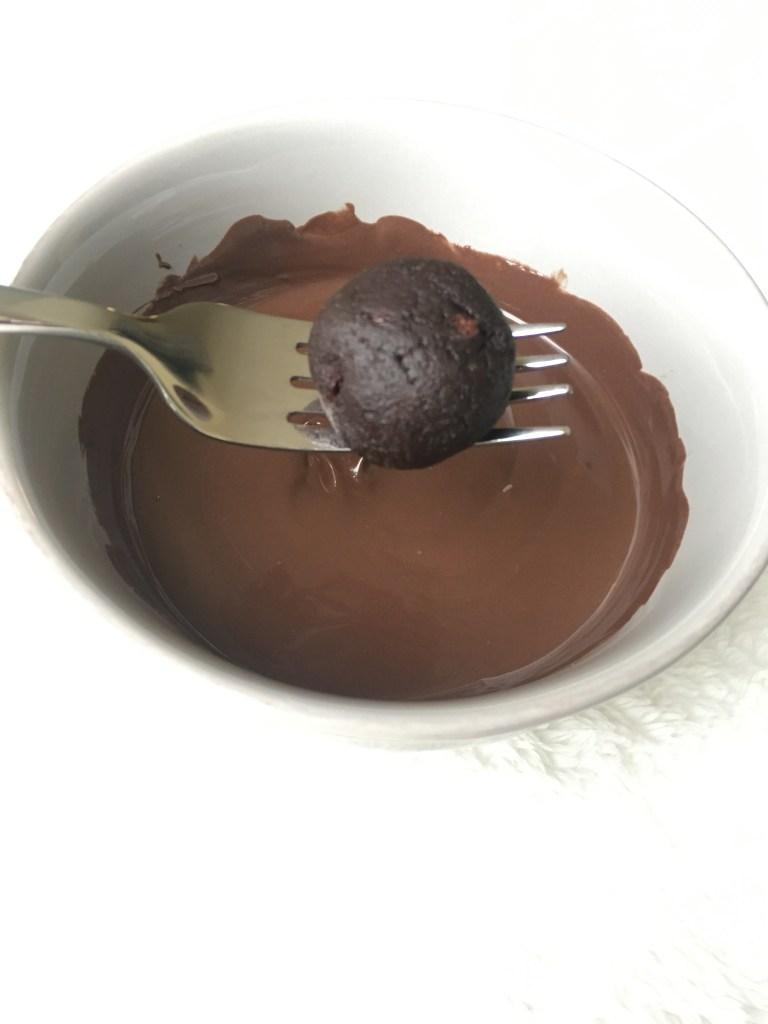 Homemade Chocolate Cake Balls – Cookies & Calligraphy