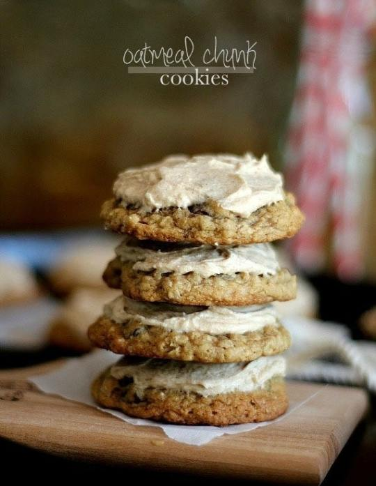 Oatmeal Chocolate Chunk Cookies with Cinnamon Buttercream | Cookies and Cups