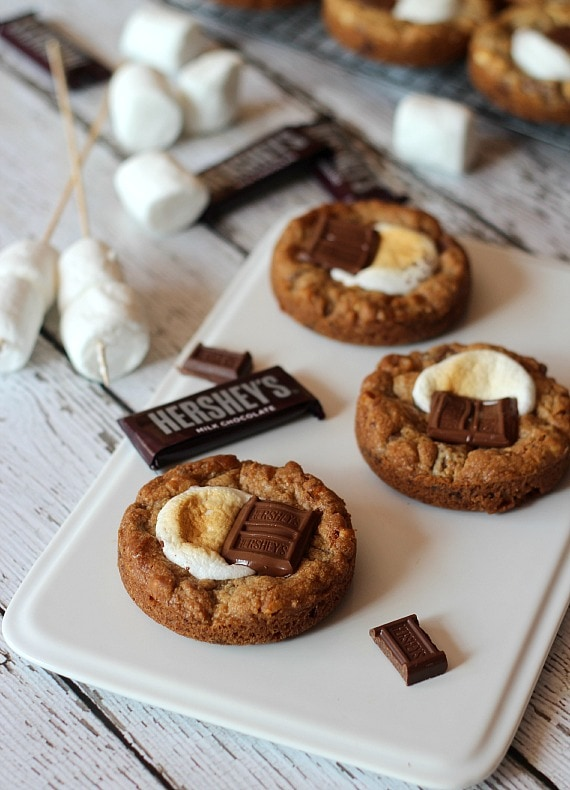 Deep Dish S'more Cookies | Cookies and Cups