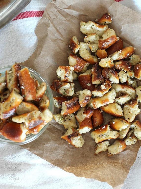 Stinky Pretzels | www.cookiesandcups.com | #pretzels #recipe #snack