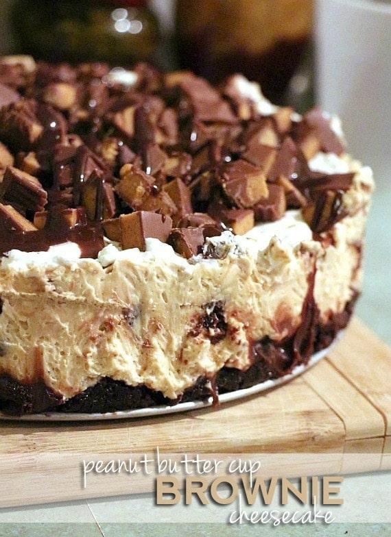 Peanut Butter Cup Brownie Cheesecake   www.cookiesandcups.com