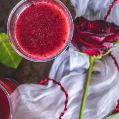 The Ultimate Detox Drink with Berries & Lime!