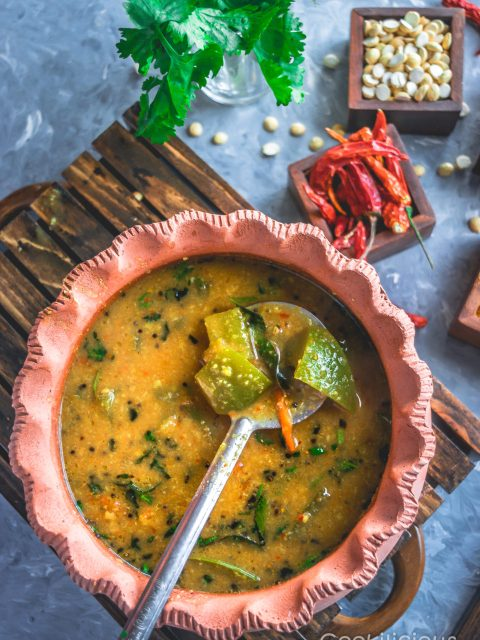 How to Make Traditional South Indian Arachuvitta Sambhar (With Tips)