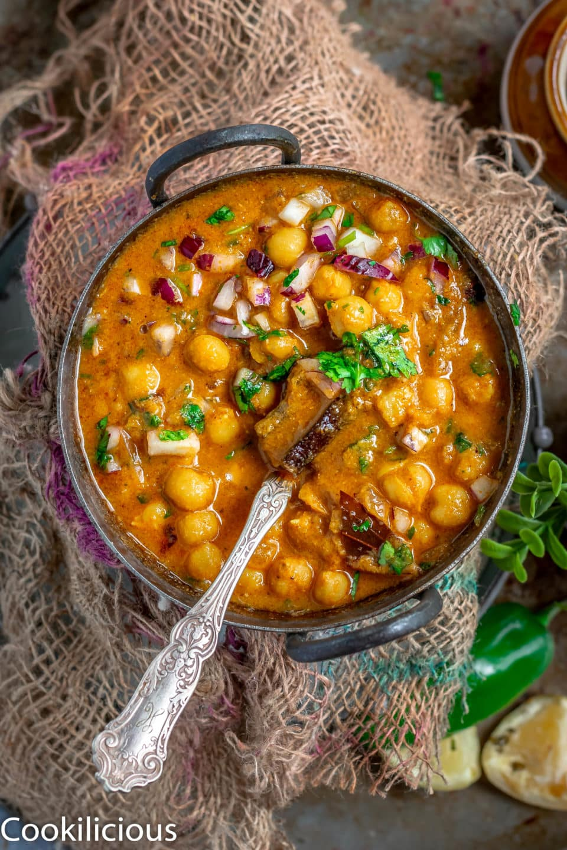 top angle shot of South Indian Chickpeas Curry | Chettinad Kondai Kadalai Kuzhambu in a kadai