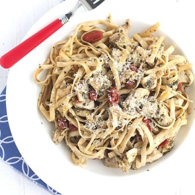 Fettuccine with Sundried Tomatoes, Chicken, and Pesto