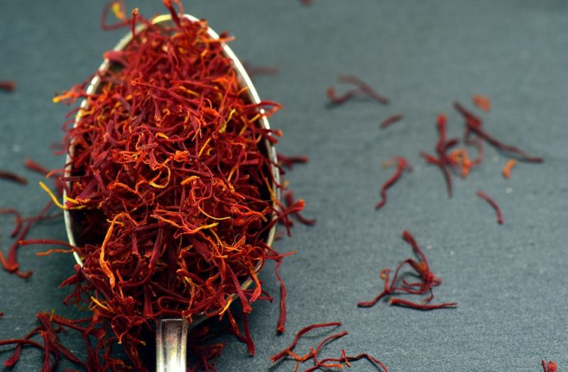 saffron on a metal teaspoon