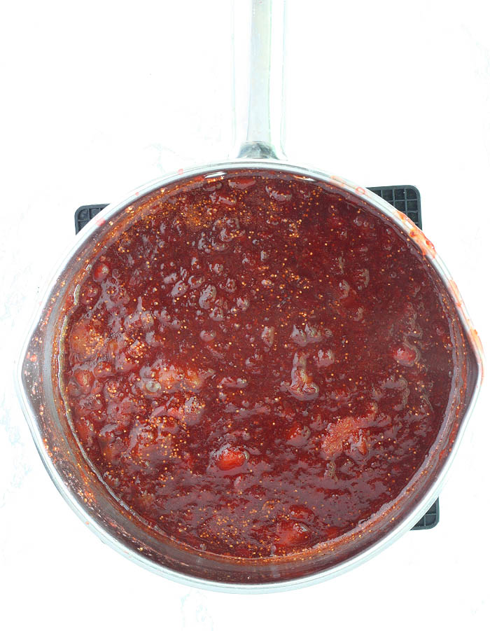 cooked jam in a steep pot