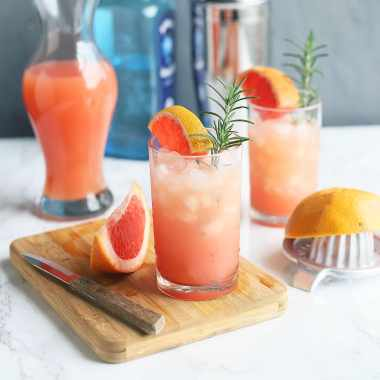 Rosemary and Gin Grapefruit cocktail