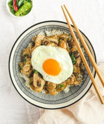 chicken and mushroom stir fry rice bow with fried egg.l.