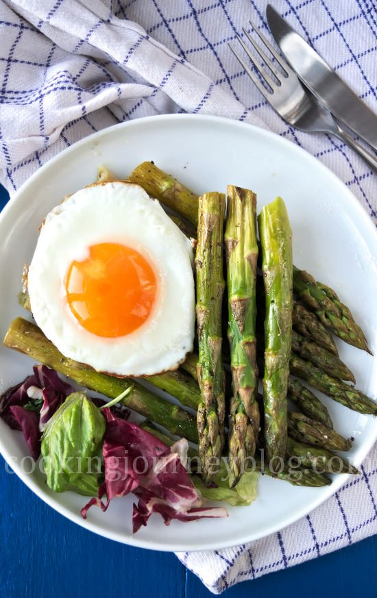 Roasted asparagus with fried egg, view from top