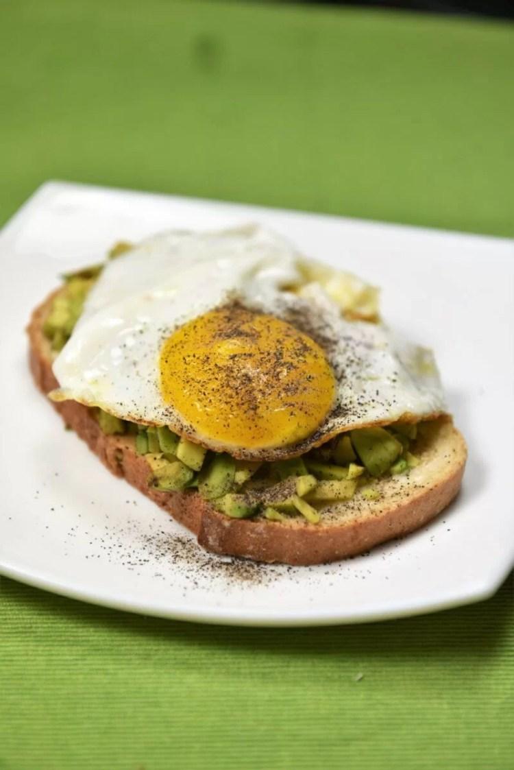 Avocado toast recipe on Cooking Romania by Vivi