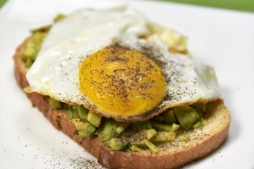 Avocado toast recipe on Cooking Romania by Vivi