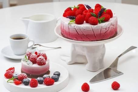 Raspberry coconut milk cake by Ilona