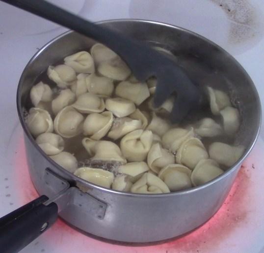 Tortellini cooking