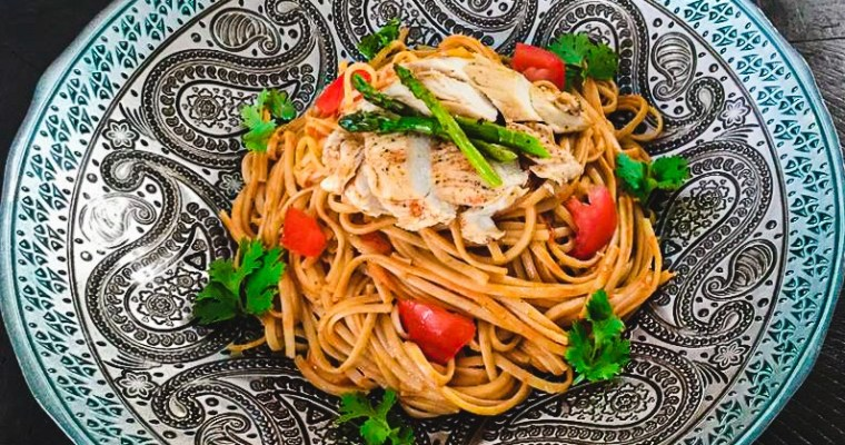Linguini Pasta With Chicken And  Tomato Sauce