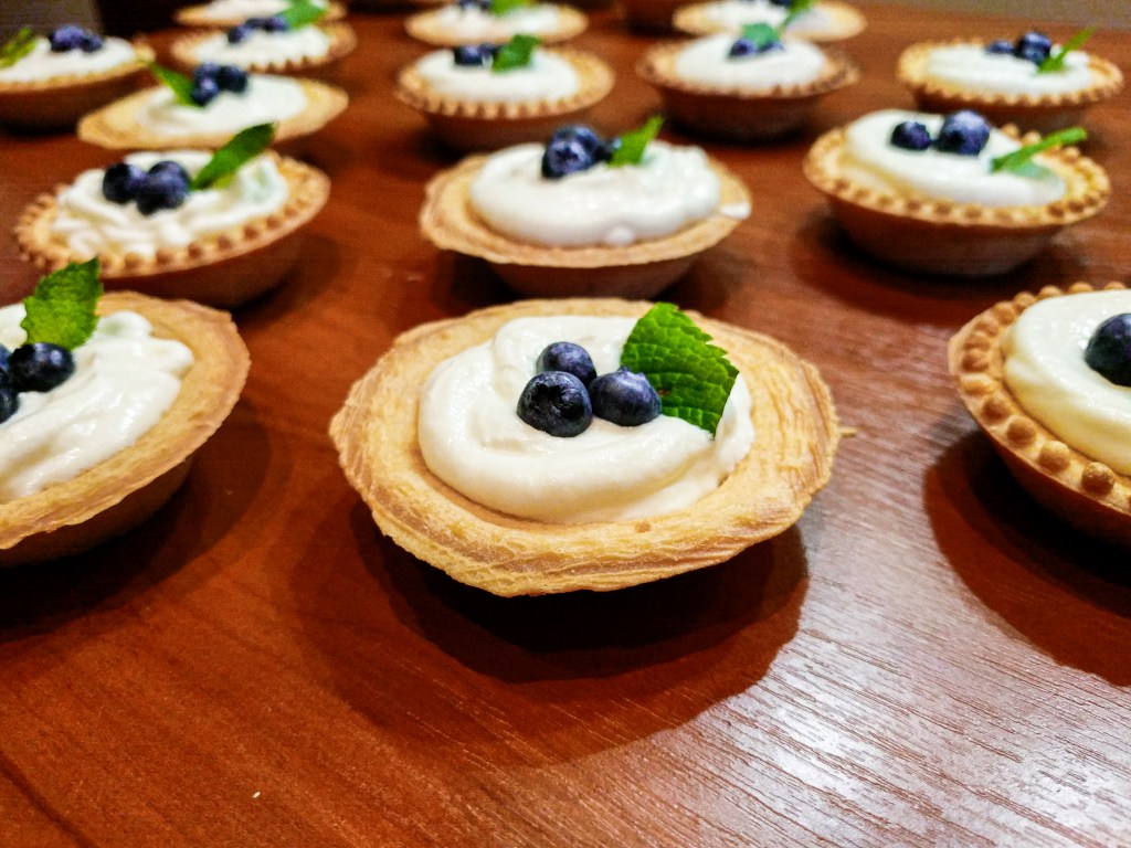 No bake White Chocolate Cheesecake Tarts with blueberries and mint