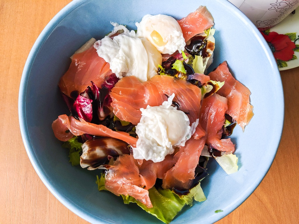 poached quail egg and smoked salmon salad