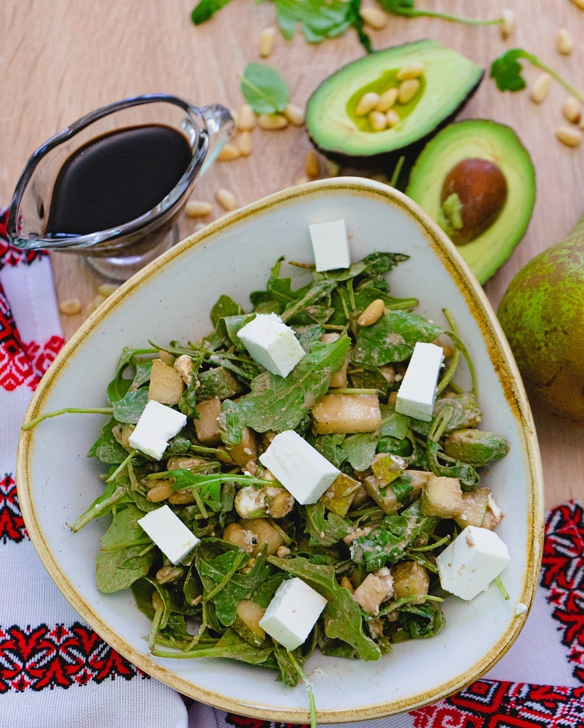 rocket and pear salad with pomegranate molasses