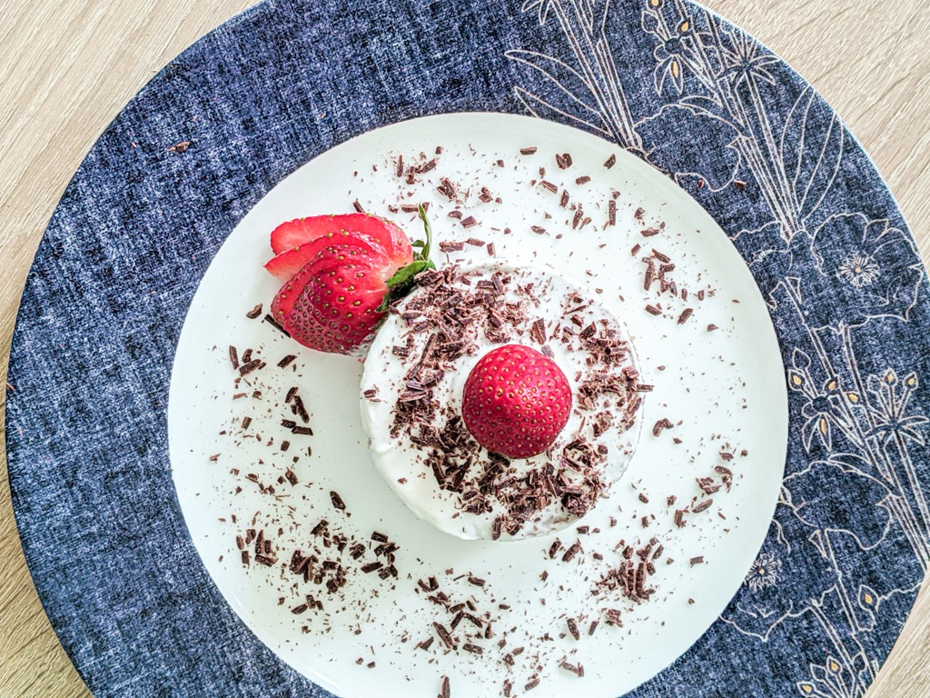 Earl Grey Victoria Sponge mini cake with strawberries and chocolate