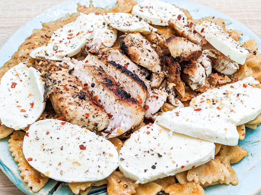 Red Pesto Pasta With Grilled Chicken And Mozzarella