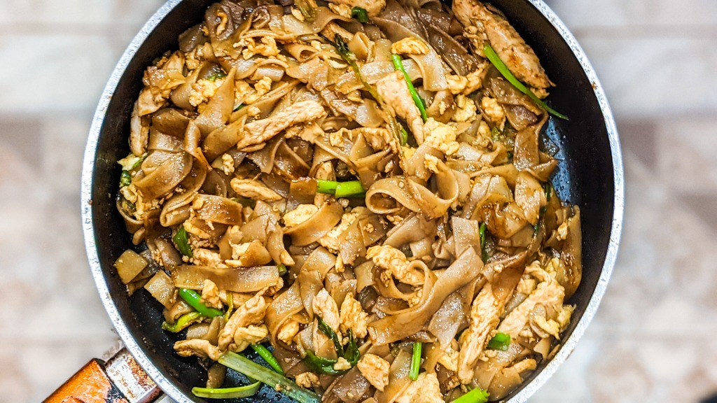 Soy Sauce Fried Noodles (Pad See Ew)