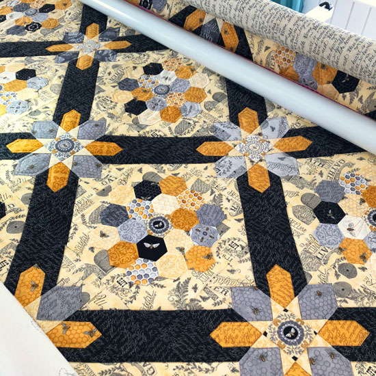 Hexagon bee quilt, quilting by Beth Sellers of Cooking Up Quilts