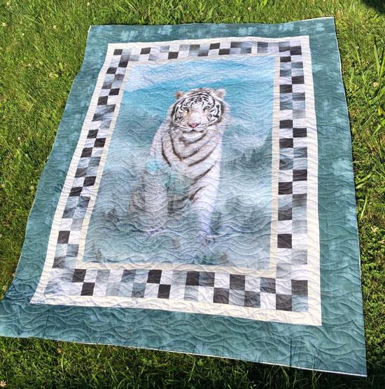 tiger quilt quilted by Beth Sellers of Cooking Up quilts