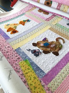 Applique baby quilt with swirl fill by Beth Sellers of Cooking Up Quilts