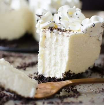easy No bake cheesecake recipe with oreo crust