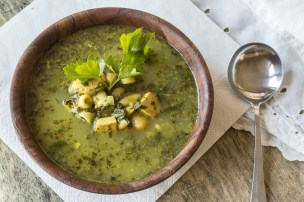 Chicken pesto soup with spinach and cannellini beans