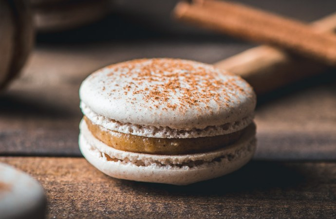 Snickerdoodle Macarons with Cinnamon Sugar Pastry Cream