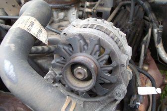v, what does the alternator do, function os alternator, how does alternator work