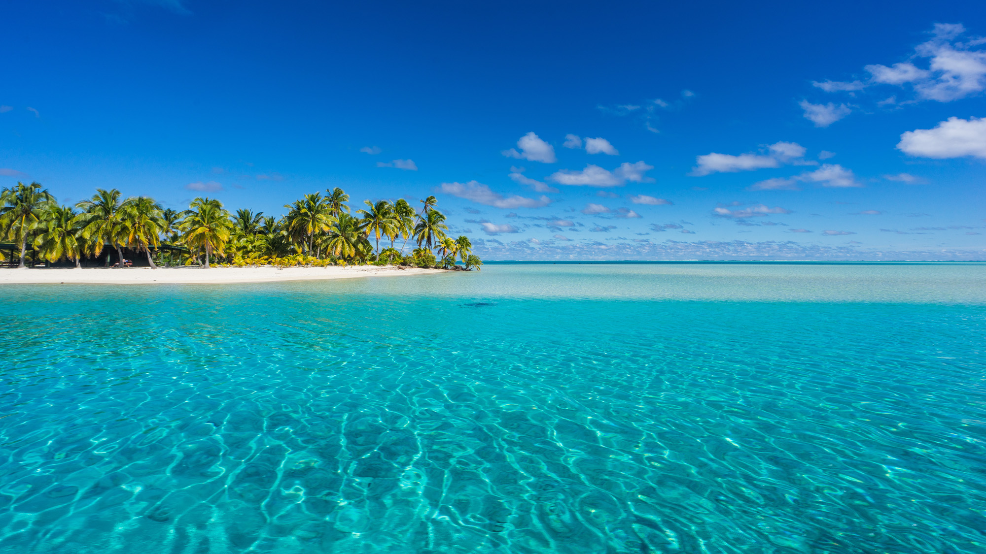 Aitutaki lagoon and one foot island