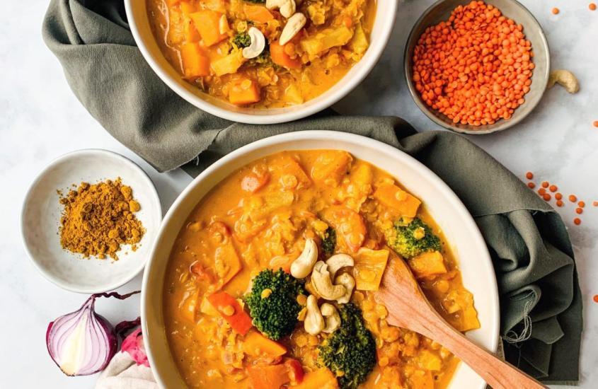 Linsen-Curry mit Kürbis und Brokkoli