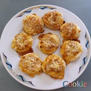 Μίνι κιμαδοπιτάκια με λιωμένο τυρί https://cookleit.wordpress.com/2014/06/03/mini_pitas/